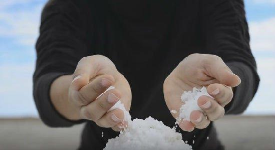 para que sirve el agua con sal